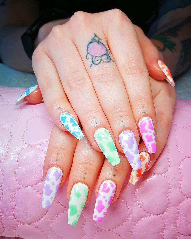 "Alice Mc 🦄 Nail Artist on Instagram: ""Pastel cow prints! 💅🏻🐄💜 Giving us them Clueless vibes 👌🏻✨ Thank you @rophiesayner 💖 . Gel-x full set and simple nail art 🎨 . #nailart…"""