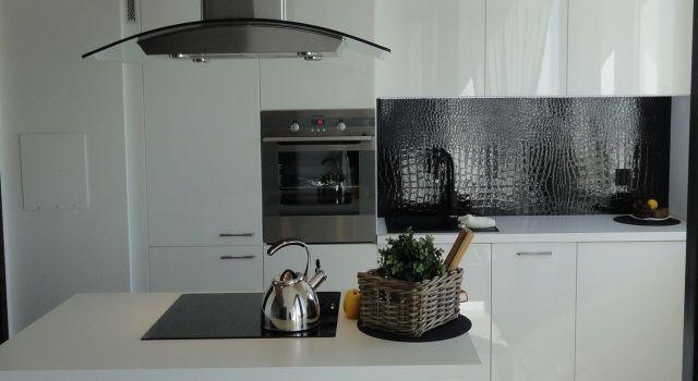 Biala Kuchnia W Polysku Wykonana Przez Studio Mebleactiv Realizacja Miesiaca Nowoczesne Kuchnie Projekty Forum Me Kitchen Cabinets Kitchen Home Decor