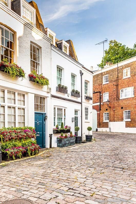 Pretty houses on Groom Place in Belgravia, London. This is one of the best places in London for beau...