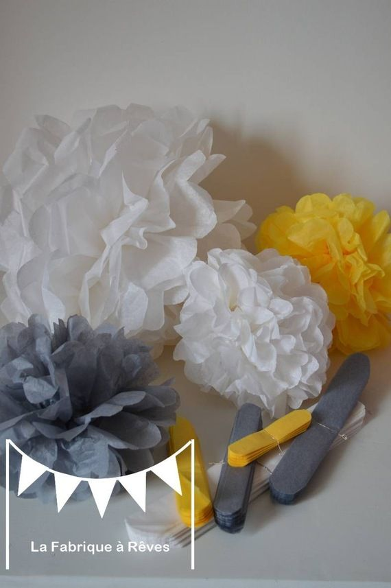 Lot 12 pompons papier soie gris jaune blanc d coration for Accessoire deco jaune