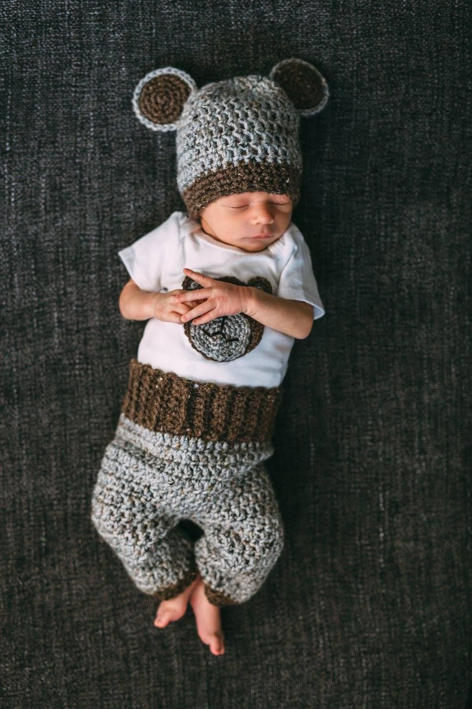 Free pattern for this adorable crochet baby bear set with pants ...