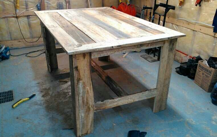 table a manger hauteur bar bois de grange appartements. Black Bedroom Furniture Sets. Home Design Ideas