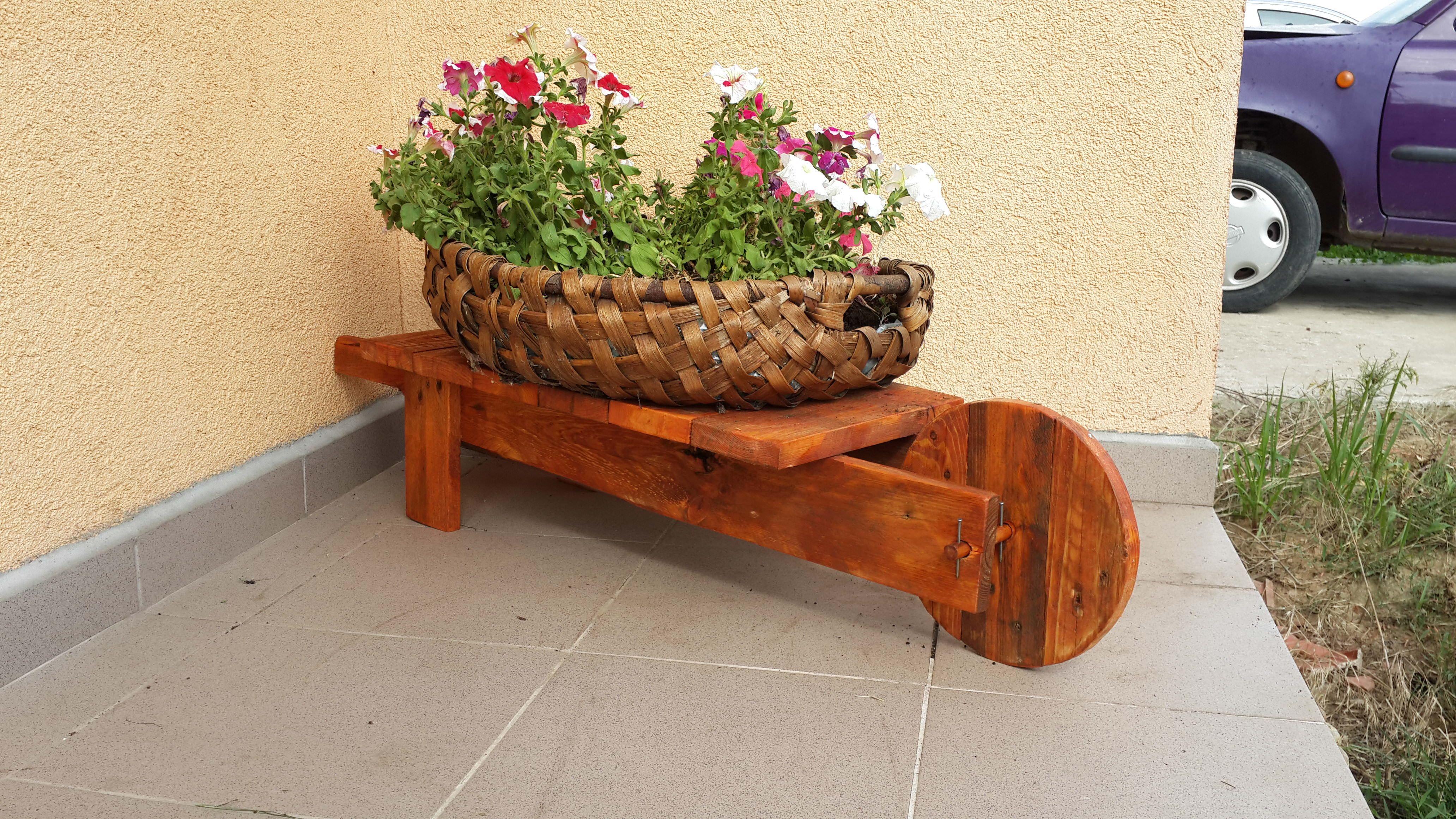 Mini Pallet Wheelbarrow Plant Stand | pallet ideas | Pinterest ...