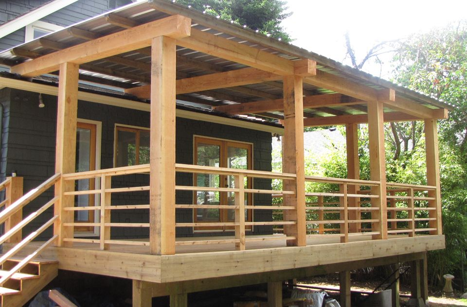 Horizontal wood deck railing ideas see 100s of deck for Timber deck construction