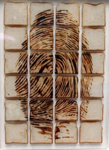 Davide reimondo - Ritratto - Fette di pane tostate inglobate nella resina | Toasted slices of bread englobed in resin