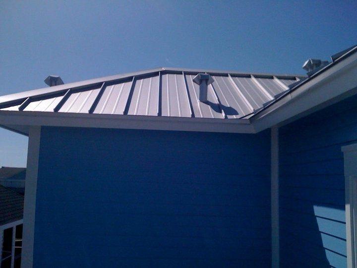 Silver Metallic 040 Aluminum Standing Seam Metal Roof On A Beach House In Galveston Beach Houses In Galveston Standing Seam Metal Roof Standing Seam