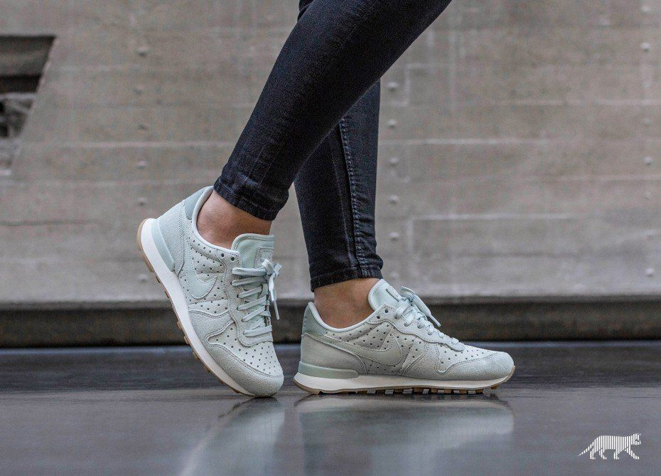 uk availability 0a074 780e2 Nike    Nike Wmns Internationalist PRM (Barely Grey   Barely Grey - Light  Pumice)