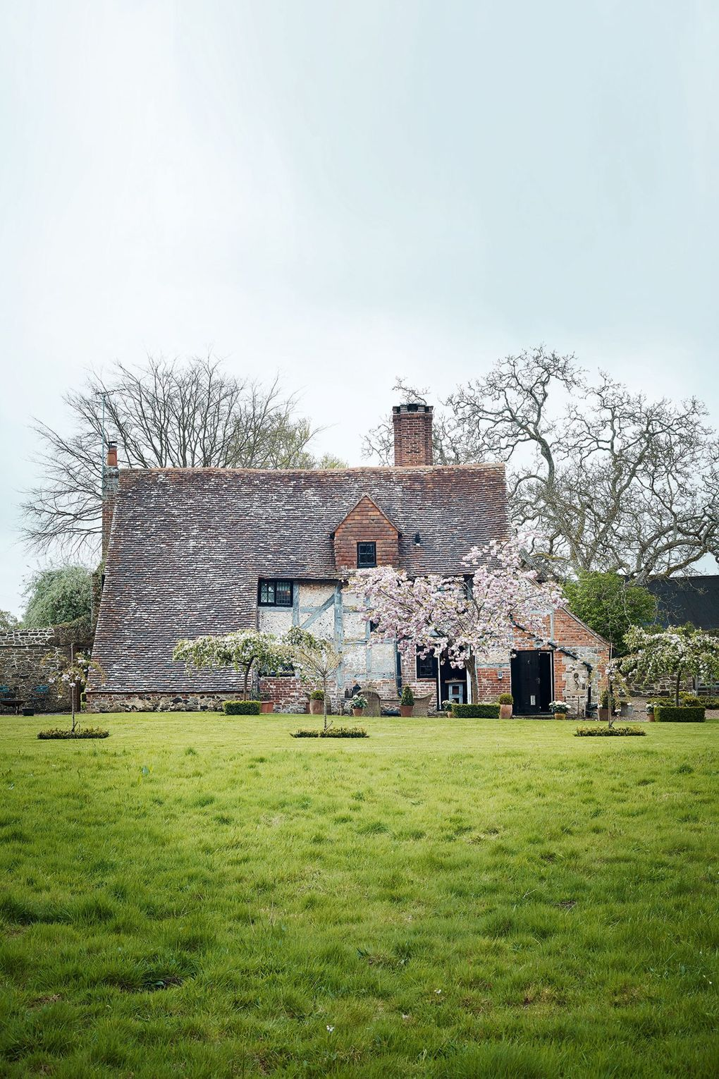 10 dream english cottages and their interiors cottages and rh pinterest com