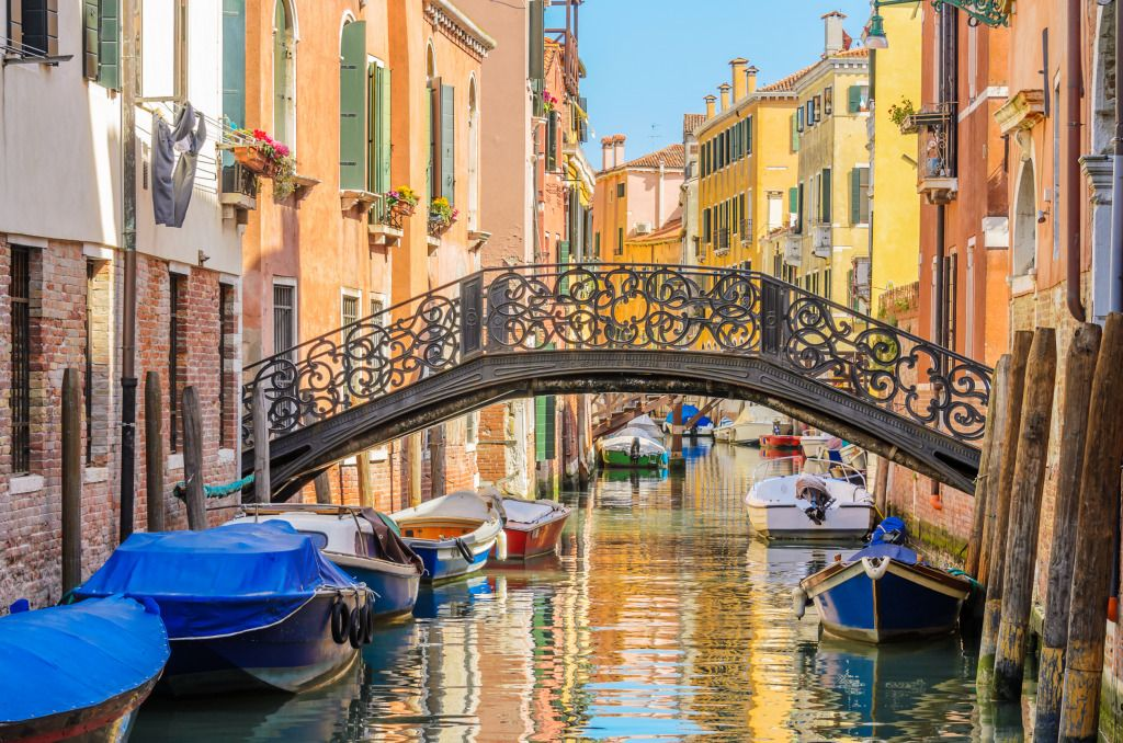 Lovely Bridge on the Burano Canal puzzle in Bridges jigsaw