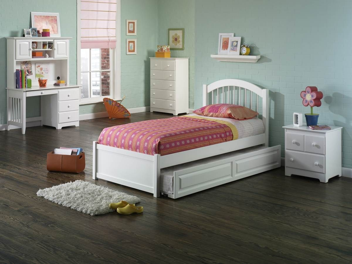 Atlantic Furniture Windsor White Flat Panel Footboard and
