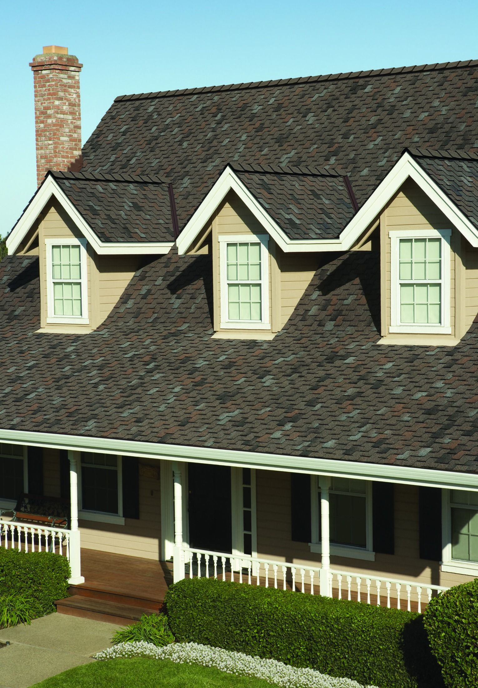Don T Blow Your Budget With Woodcrest Shingles By Owens Corning You Ll Get The Wood Shake Look You Want At A Price You L Wood Shakes Curb Appeal House Styles
