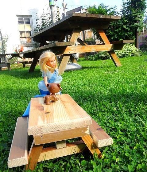 Dollhouse DIY Picnic Table | AllFreeKidsCrafts.com