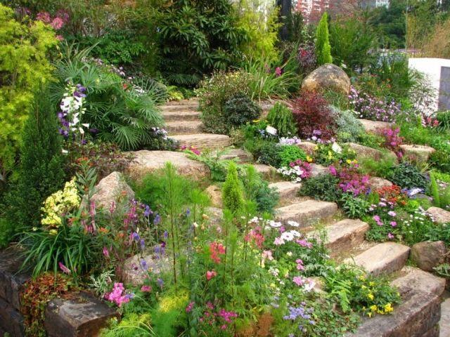 Gartengestaltung Hanglage garten hang steintreppen felsen stauden pflanzen ideen garten