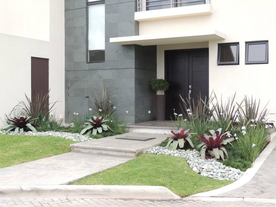 Decoracion frente casa hogar pinterest cochera for Decoracion de jardines de frente de casas