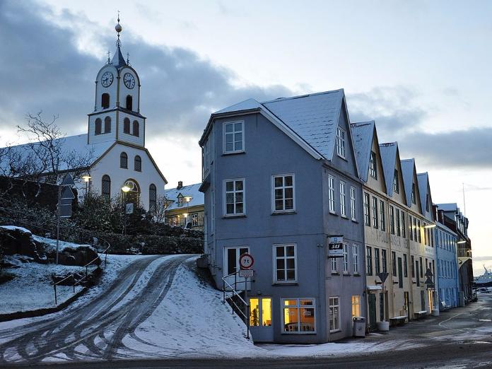 Torshavn Faroe Islands Torshavn Is The Smallest Capital City In The World But It Packs A Big Punch It S Named After Thor Islas Feroe Islas Faroe Dinamarca