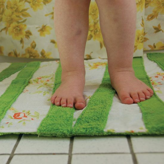 Make A Cozy Diy Bath Mat With Images Bath Mat Diy Diy Bath