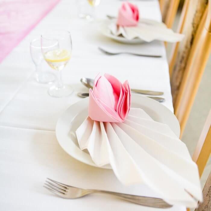 servietten falten f r die hochzeit top 10 ideen tipps beispiele dekoideen servietten. Black Bedroom Furniture Sets. Home Design Ideas