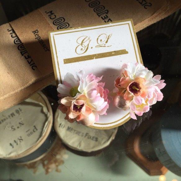 春に向けて活躍してくれそうなお花のアクセサリーです。お花とコットンパールのピアスになります。大きさ 2.5cmピアスはキャッチ(チタン)付きのタイプです。|ハンドメイド、手作り、手仕事品の通販・販売・購入ならCreema。