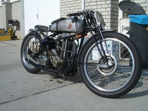 Bobber Inspiration | Vintage Triumph | Bobbers and Custom Motorcycles
