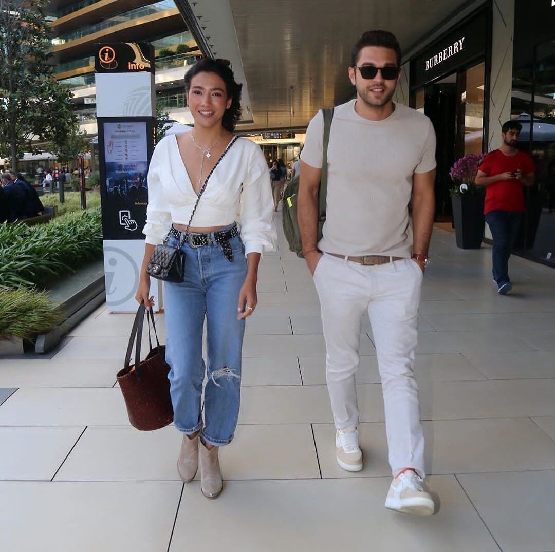 Apfc On Instagram Yesterday Photo With Aybuke Furkan From Paparazzi At Department Store Zorlu Reporters Asked Fashion Outfits Fashion Mom Jeans
