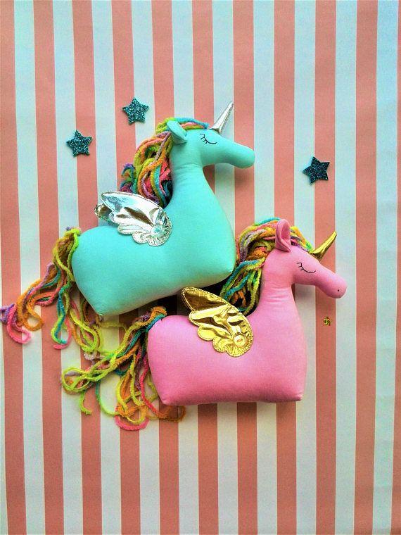 Das Einhorn Mit Goldenen Flugeln Ist Das Beste Geschenk Fur Bebies Wenn Sie Mochten Geschenk Fur Baby Madchen Madchen Spielzeug Baby Geschenk Personalisiert