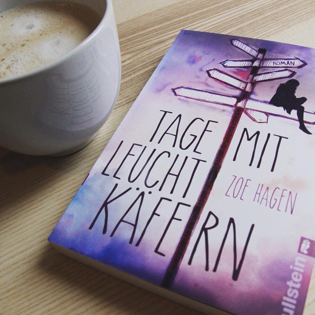 """Wir verbringen den #Feierabend mit """"Tage mit Leuchtkäfern"""" von Zoe Hagen, denn wir haben uns Hals über Kopf in dieses wundervolle #Buchcover verliebt. Was sagt ihr? Schön oder wunderschön?  @ullsteinbuchverlage #neuerscheinung #buchempfehlung #ullstein #tagemitleuchtkäfern #zoehagen #thalia #thaliabuchhandlungen"""