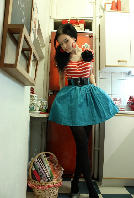 Red and White Striped Tee, Turquoise Skirt. I adore red and turquoise together, add that to my list of fav color combinations!