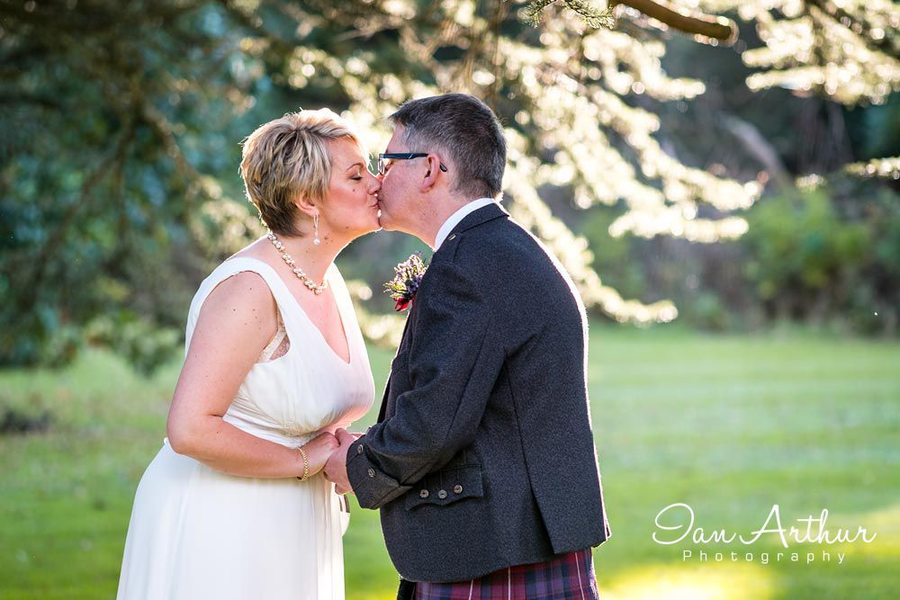 Wedding Day Kisses Photography In Glasgow Loch Lomond And Argyll