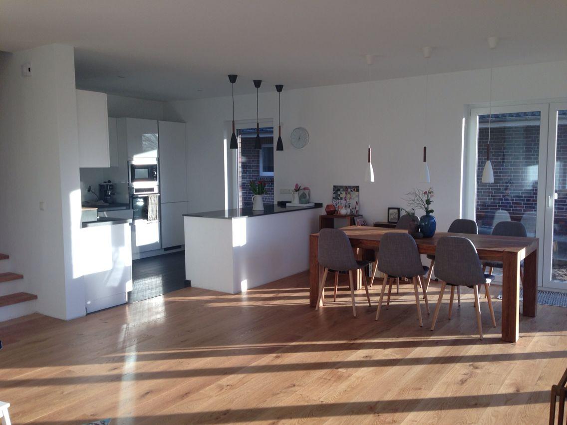 I Love My Home Stühle #westwing Küche Weiß Grau Hochglanz Holz Lampen  #nordlux #pure Boden Eichenparkett