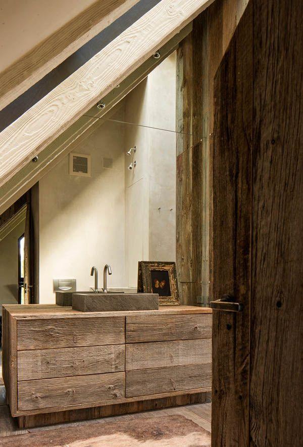 Casa de monta a rustica y minimalista bathroom for Casa minimalista rustica