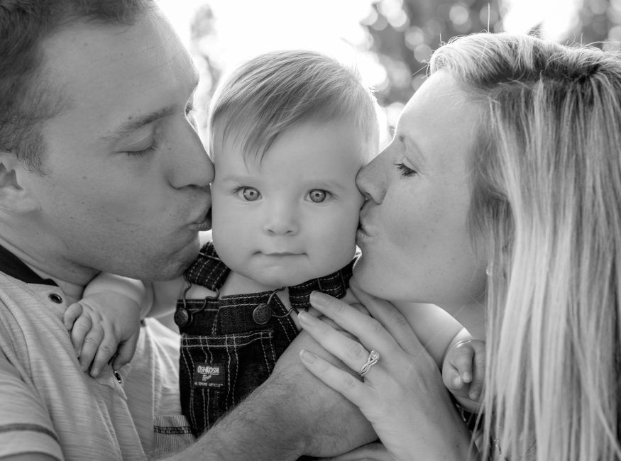 Family Picture with toddler, Toddler boy family pic, 1 year old photo ideas/ Family » Jaime Susanne Photography – Canonsburg Photographer