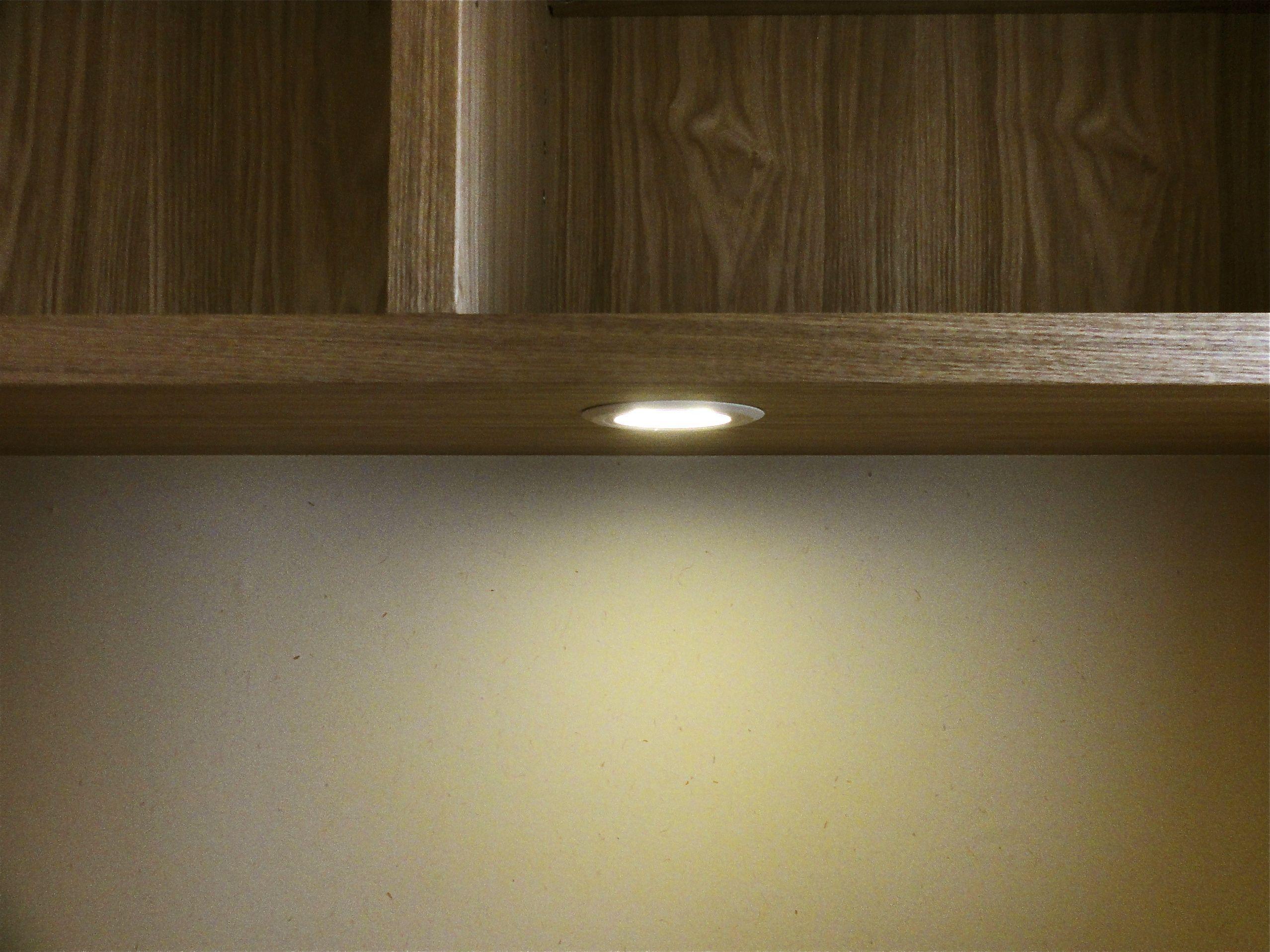 超薄型ダウンライトです なんと20mmの板材にすっぽり収まる薄さです