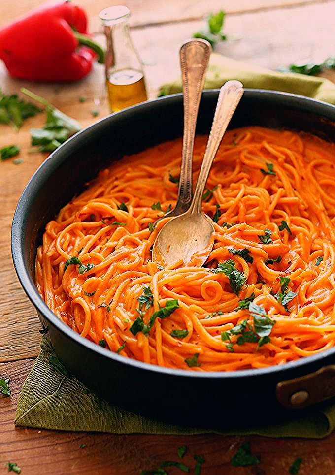 SUPER Creamy Savory Roasted Red Pepper Pasta  and LOADED with nutrients from garlic red pepper and olive oil