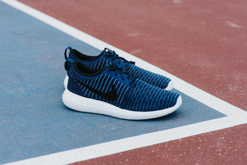 NIKE ROSHE TWO FLYKNIT - MIDNIGHT NAVY