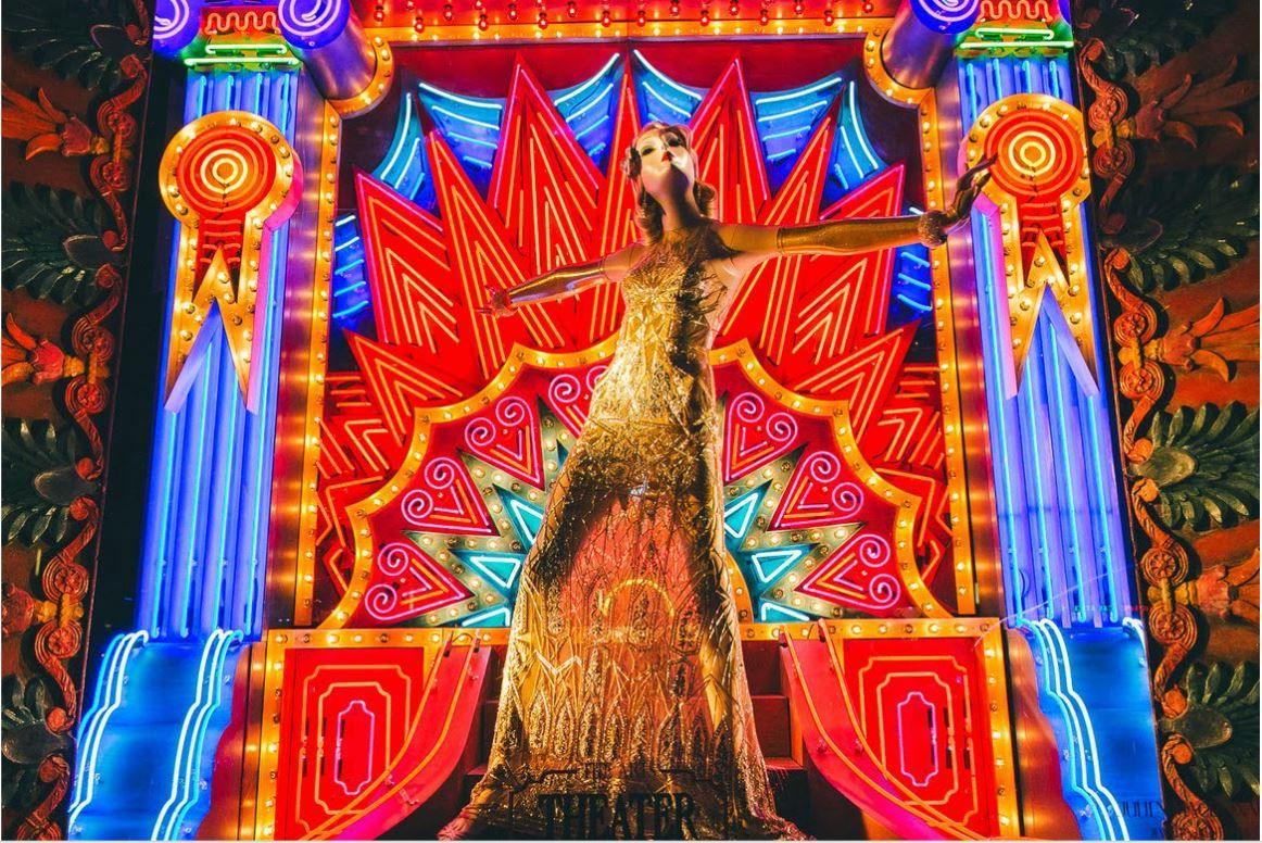 Bergdorf Goodman presenta: le arti. Il teatro. (Vetrina: Bergdorf Goodman, New York)