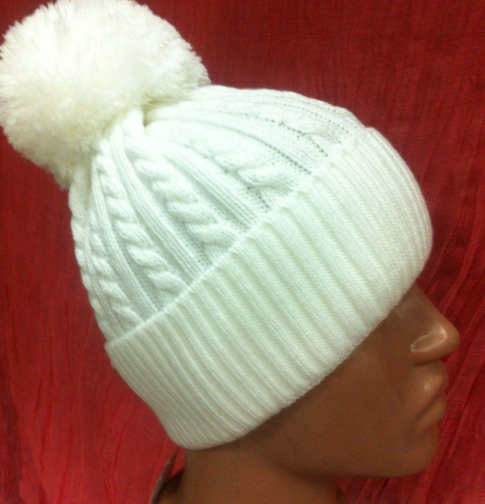 Детская двойная шапка связана спицами