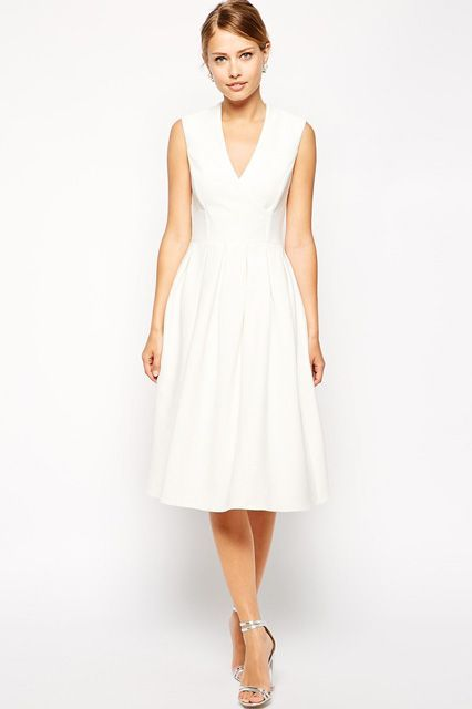 30 Gorgeous Under $500 Dresses For The Unconventional Bride