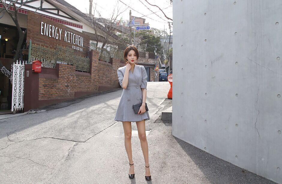 2015の新しい韓国のシンプルなVネックの風格のダブルブレストのスッキリウェストラインの五分袖のワンピース