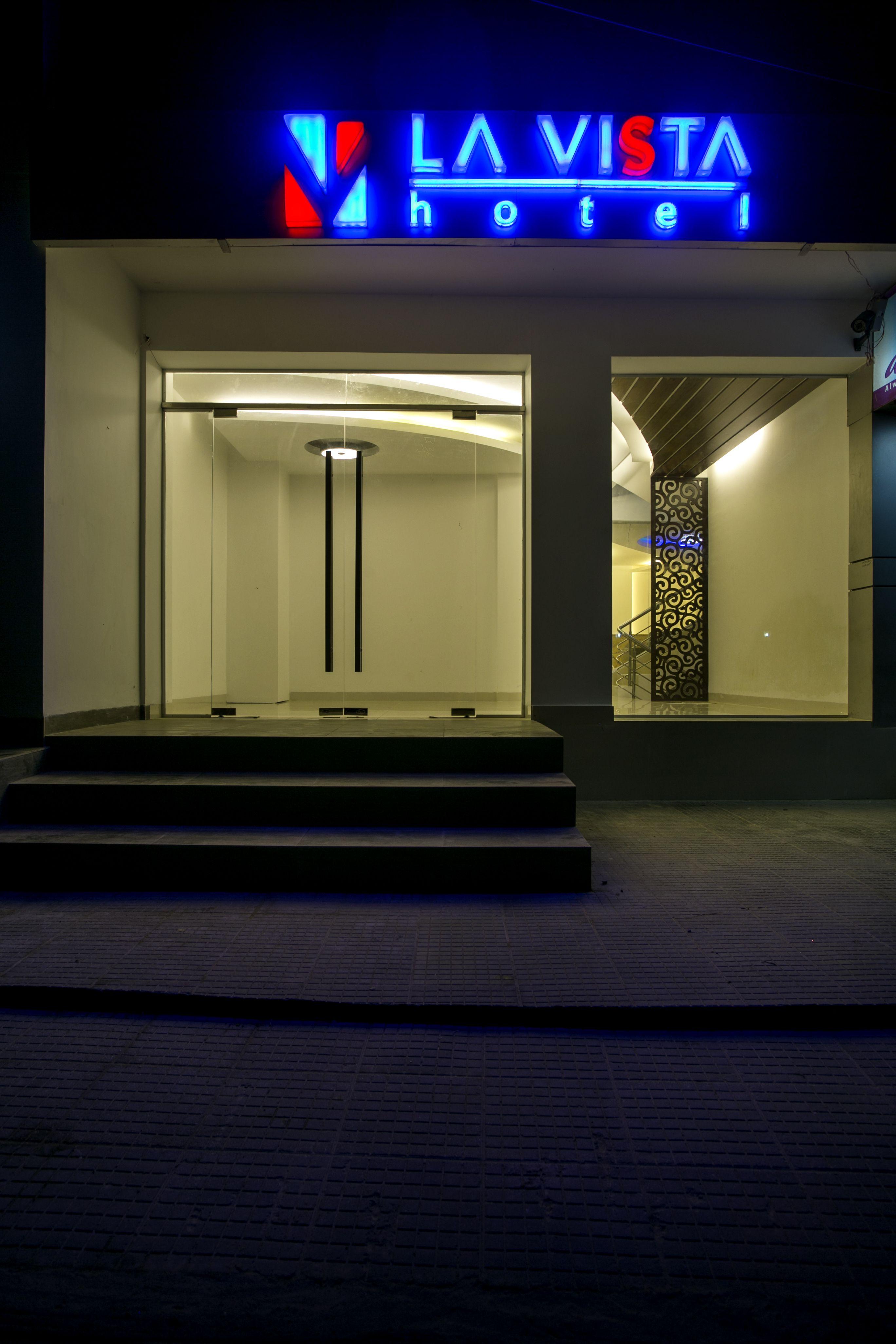 Pin By La Vista Hotel The Boutique On La Vista At A Glance Rooftop Restaurant Breathtaking Views Vista