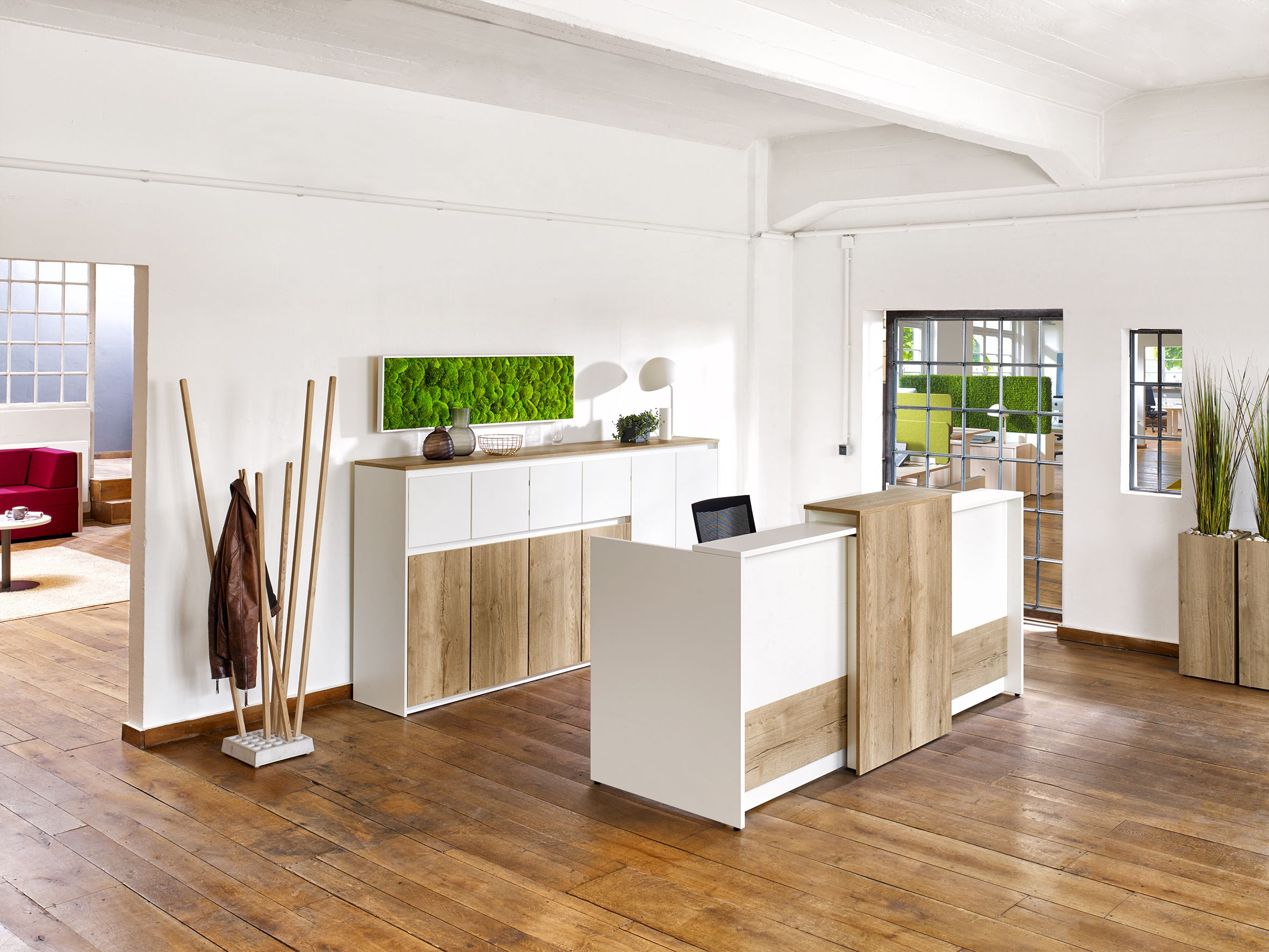 Schrank Purline Von Febrü U2013 Modernes Design, Grifflose Ästhetik. Der Weiße  Schrank Mit Holzoptik