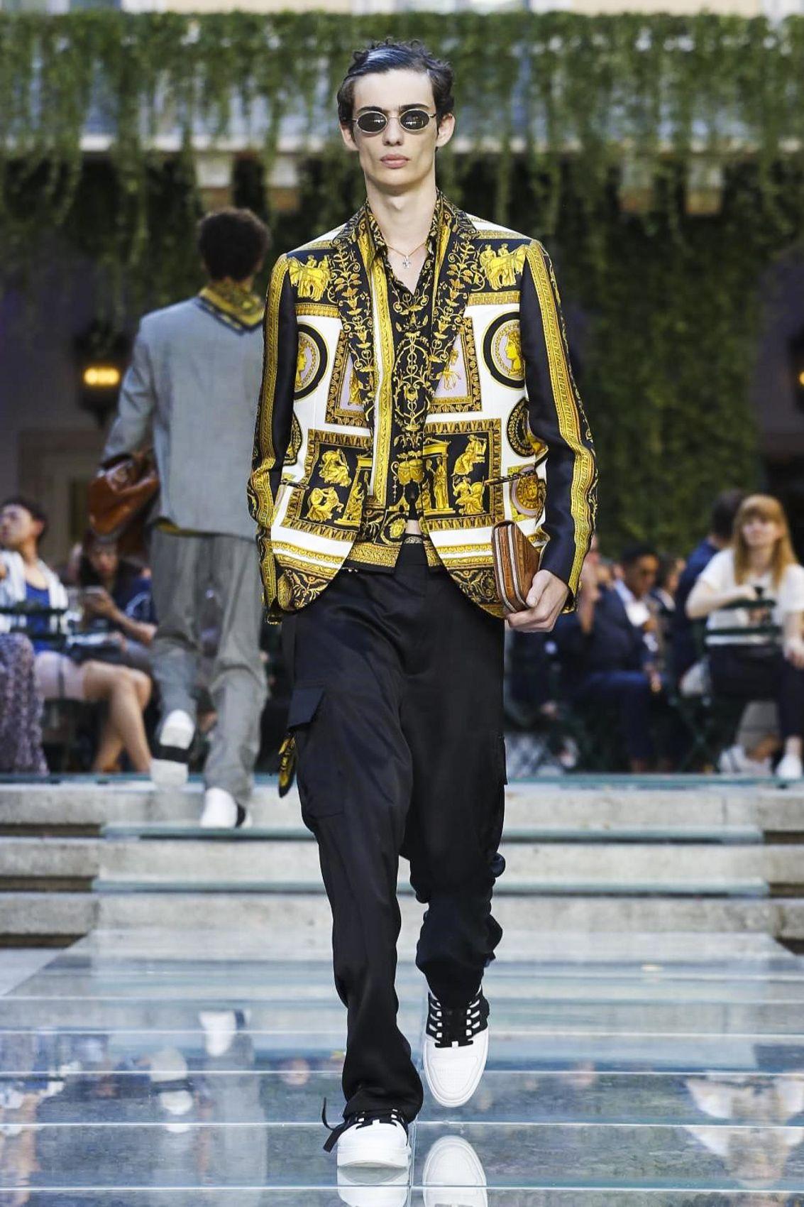 9067cea6c7139d Versace Menswear Spring Summer 2018 Milan   Resort Spring Summer ...