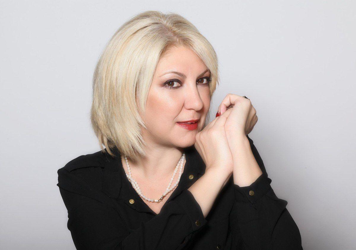 Είμαι η Κατερίνα, μητέρα της Φαίης και του Ερρίκου, δημοσιογράφος τα τελευταία 22 χρόνια και παντρεμένη με τον Αντώνη τα τελευταία 6. 'Εχω περάσει τη μισή μου ζωή στο zara, έχω ταξιδέψει αρκετά κάν...