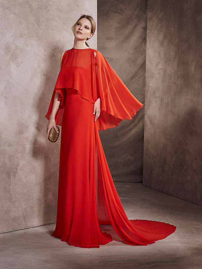 c773b0b08 Vestidos de ceremonia San Patrick  fotos colección 2017 - Vestido rojo de  fiesta con capa