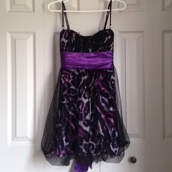Gorgeous short leopard homecoming dress Adjustable spaghetti straps and sparkly black tool over purple leopard print. In perfect condition. Ties in the back. Says size m but could also fit a small because it ties Speechless Dresses Prom