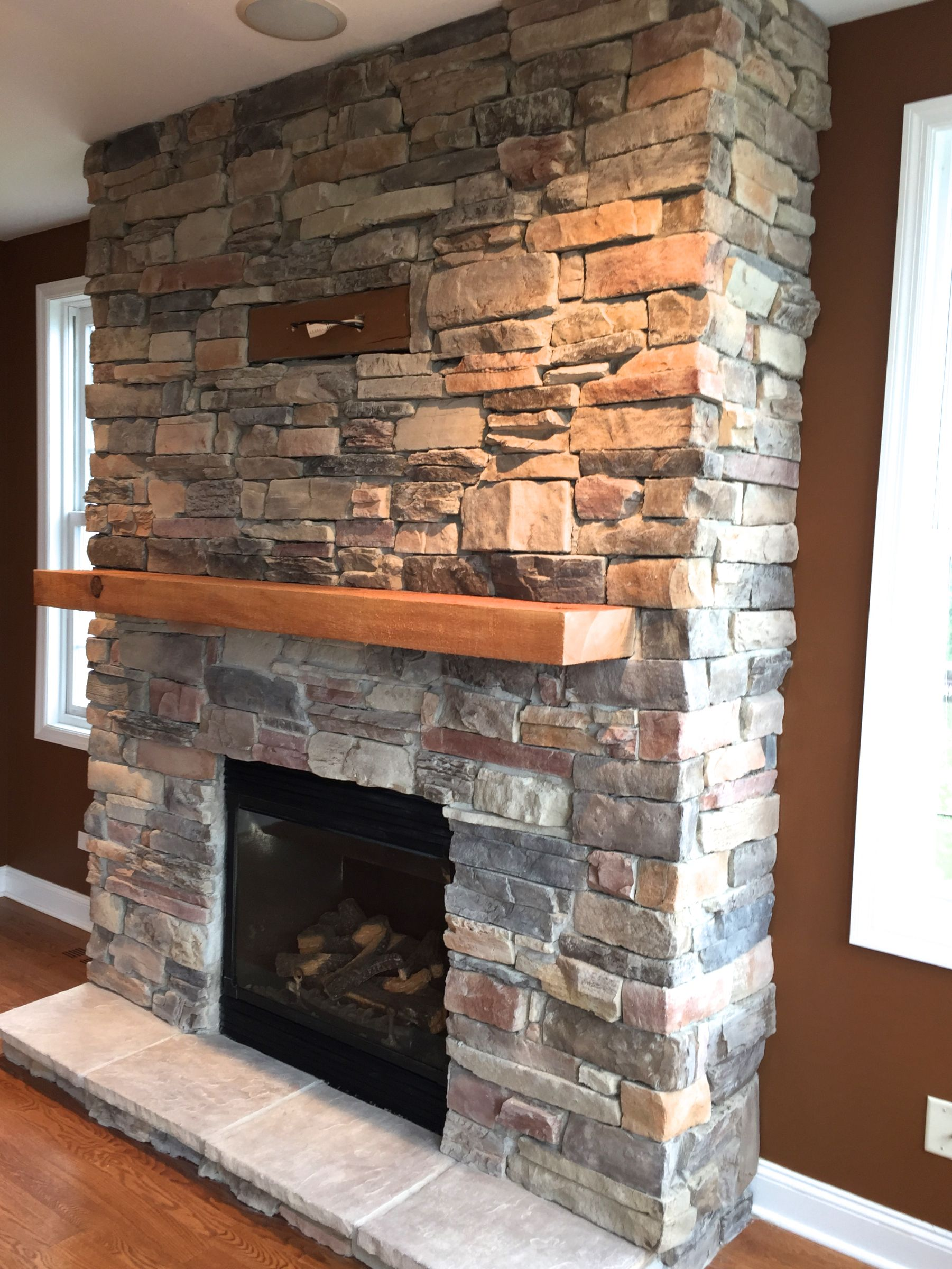 adding light to mountain ledge stone veneer creates unique shadows rh pinterest co uk