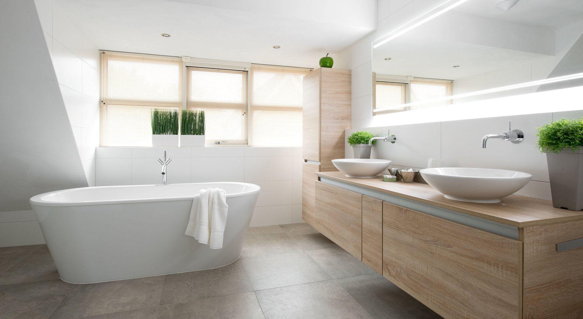 Luxe Middelkoop Culemborg badkamer. Vrijstaand bad met Axor i.c.m. ...