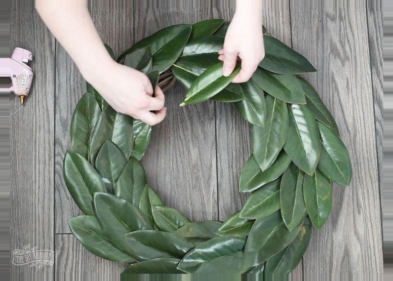 Photo of How to make a DIY magnolia wreath
