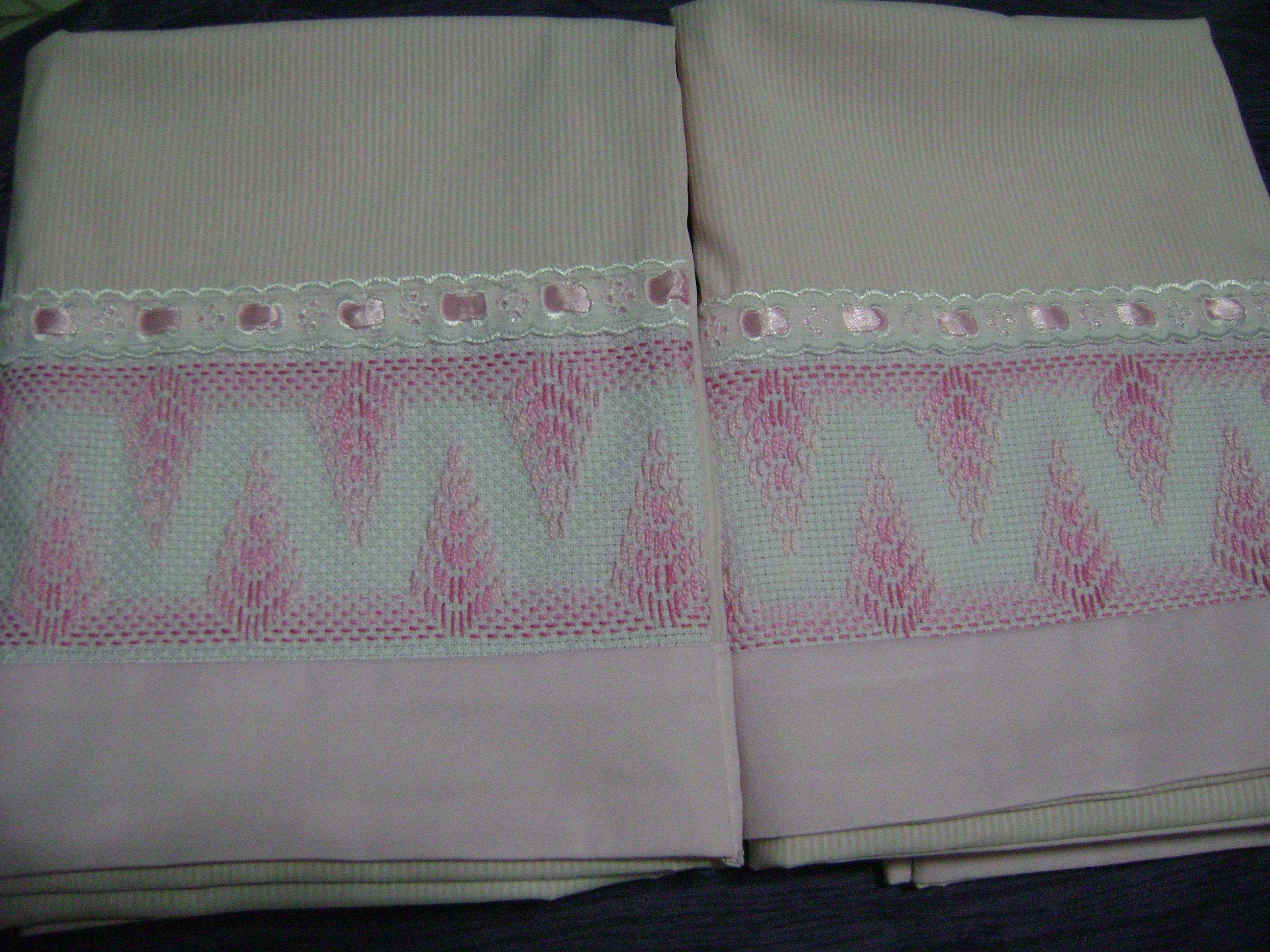 Fundas para almohadas, en bordado yugoslabo tonos rosa
