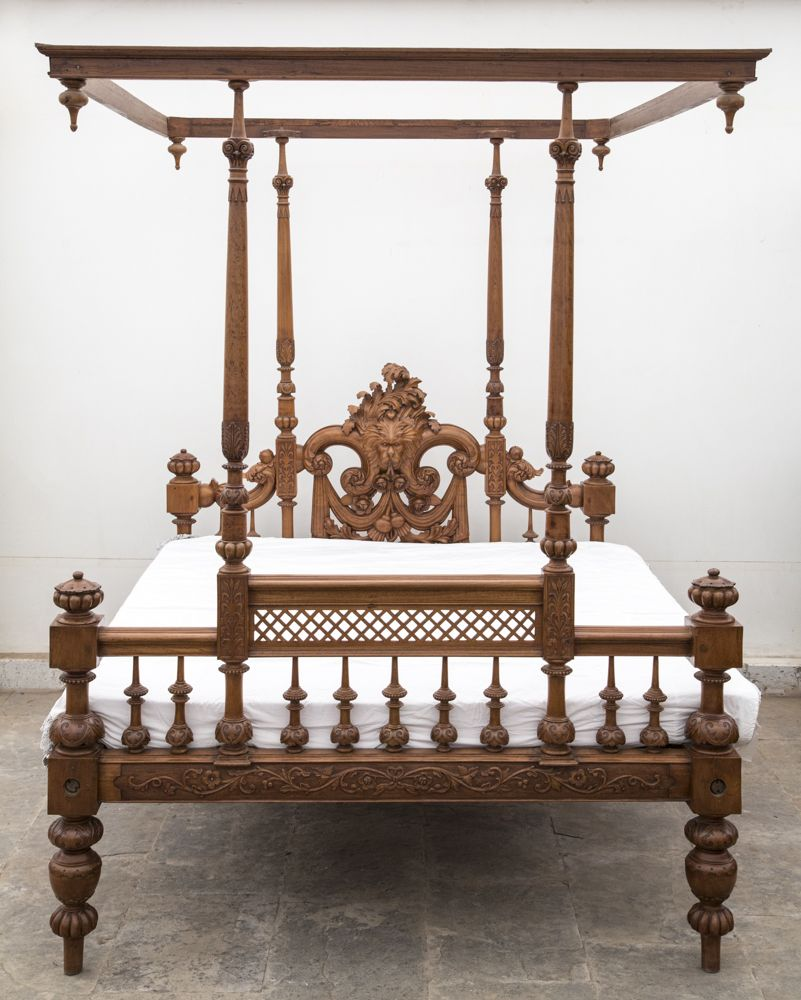 There Is Something Supremely Elegant About Old Indian Beds Carved And Polished With Care They Add A Indian Home Decor Wood Carving Furniture Wood Bed Design