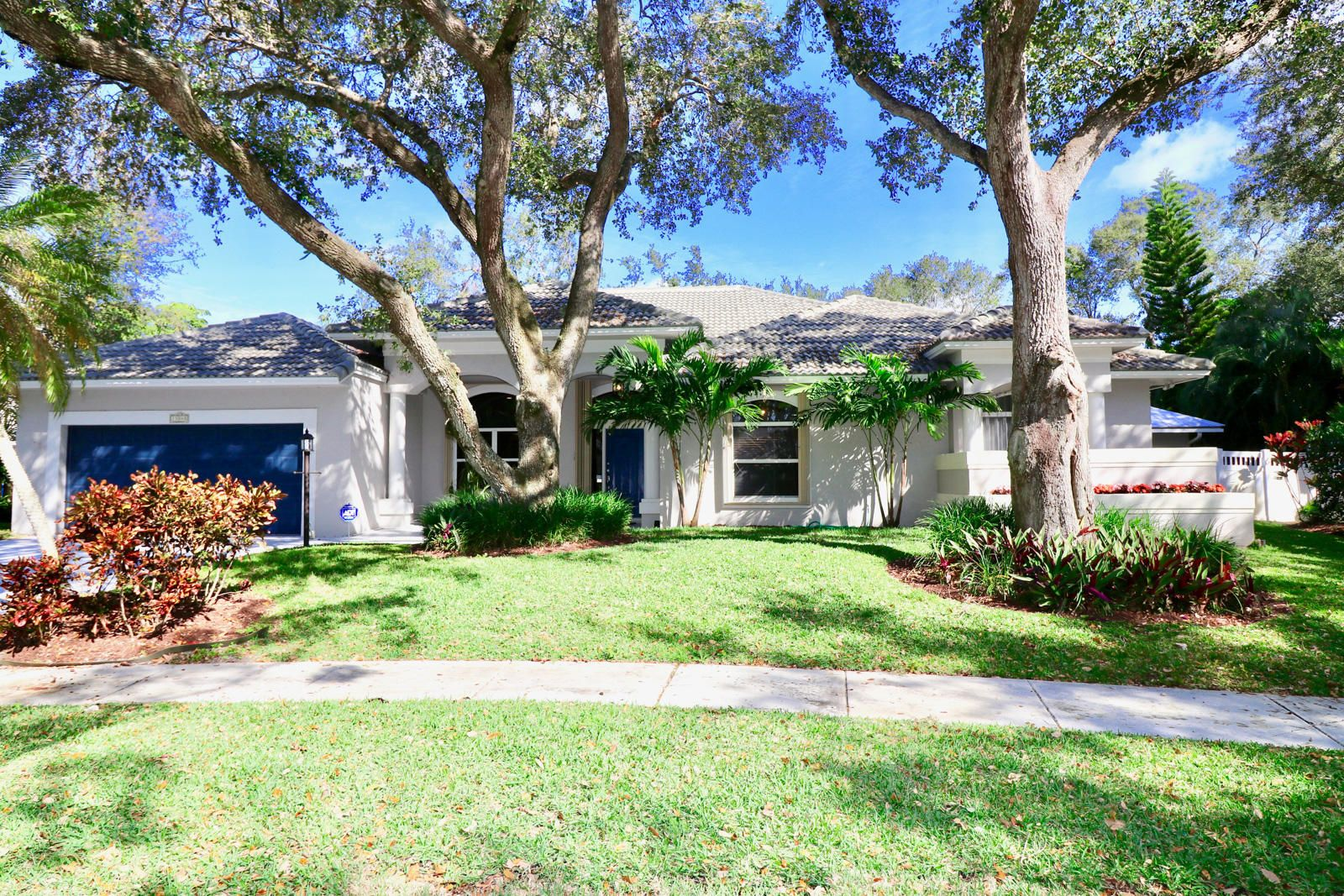 FOR SALE 4BED/3.5BATH POOL HOME WITH GUEST HOUSE 13048 Coastal ...